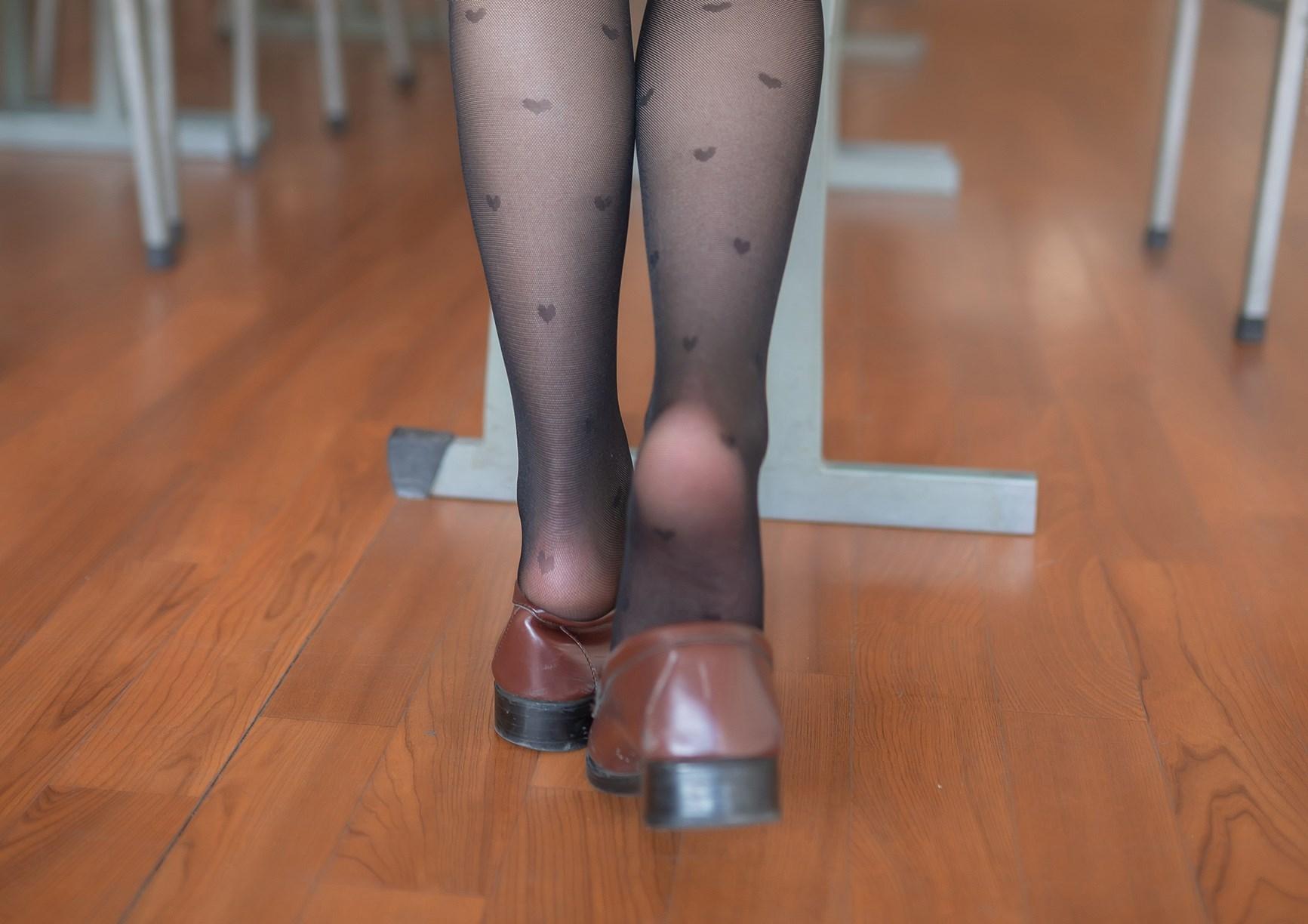 【兔玩映画】教室里的黑丝JK 兔玩映画 第23张