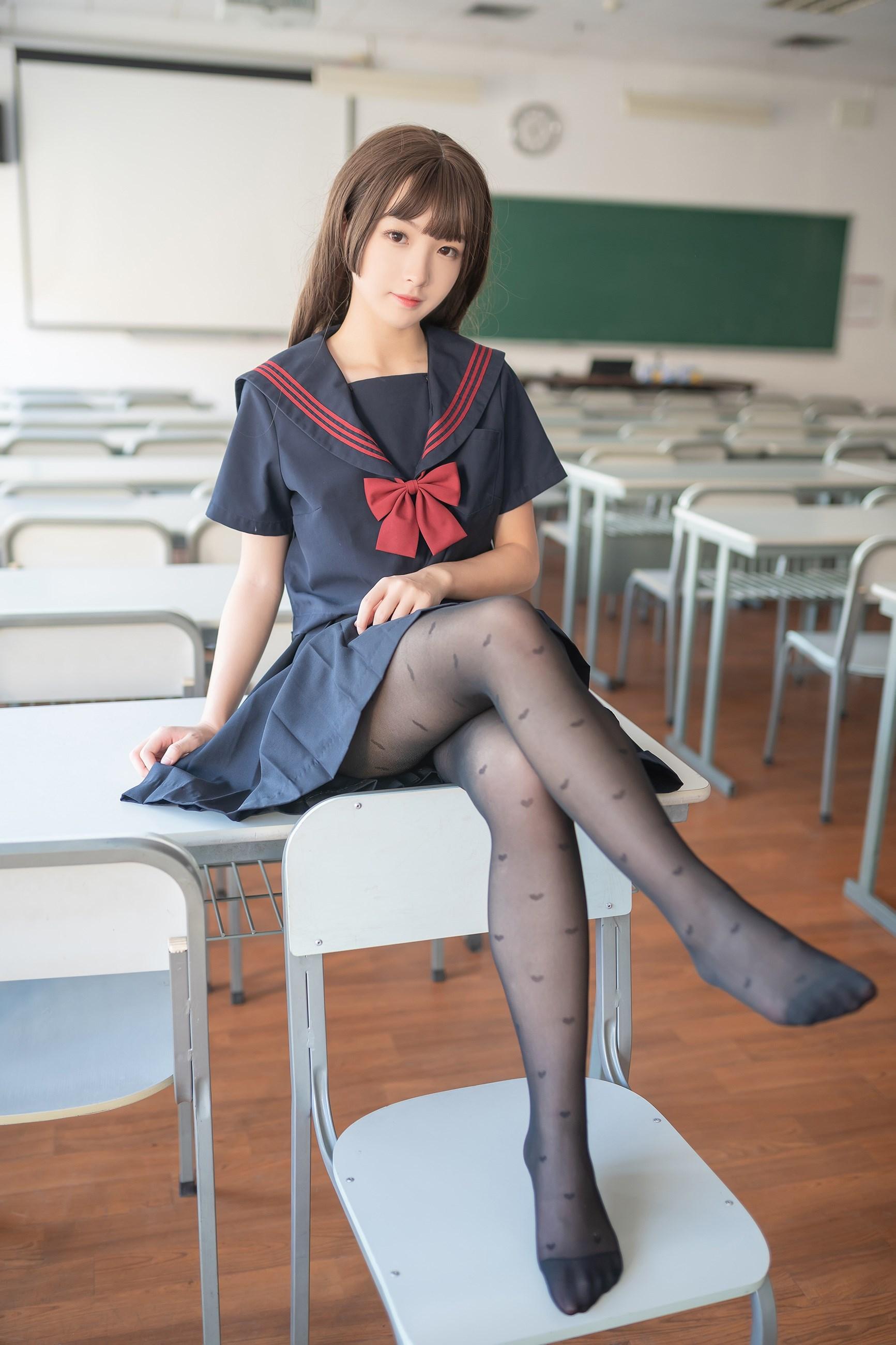 【兔玩映画】教室里的黑丝JK 兔玩映画 第17张