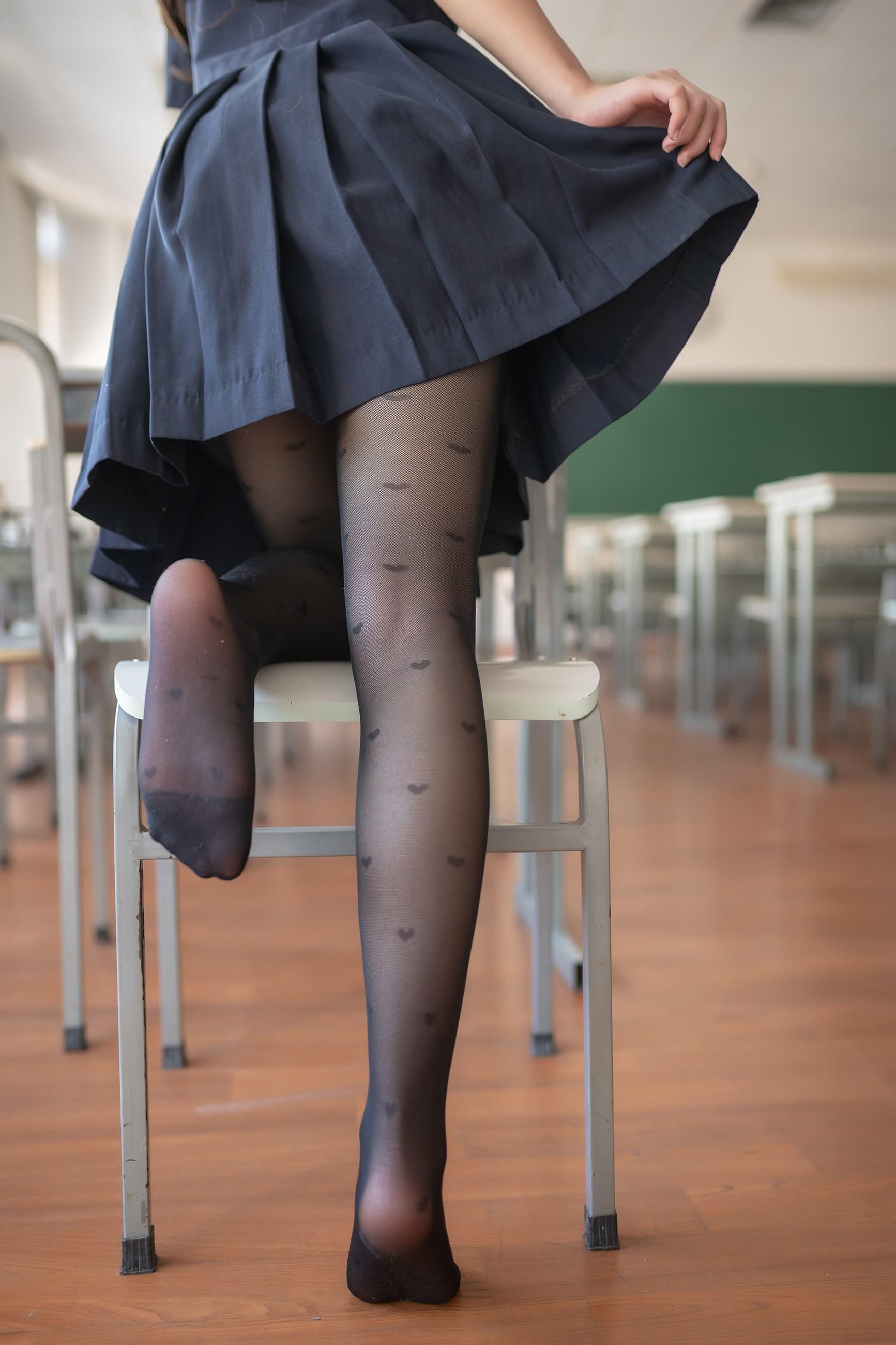 【兔玩映画】教室里的黑丝JK 兔玩映画 第12张