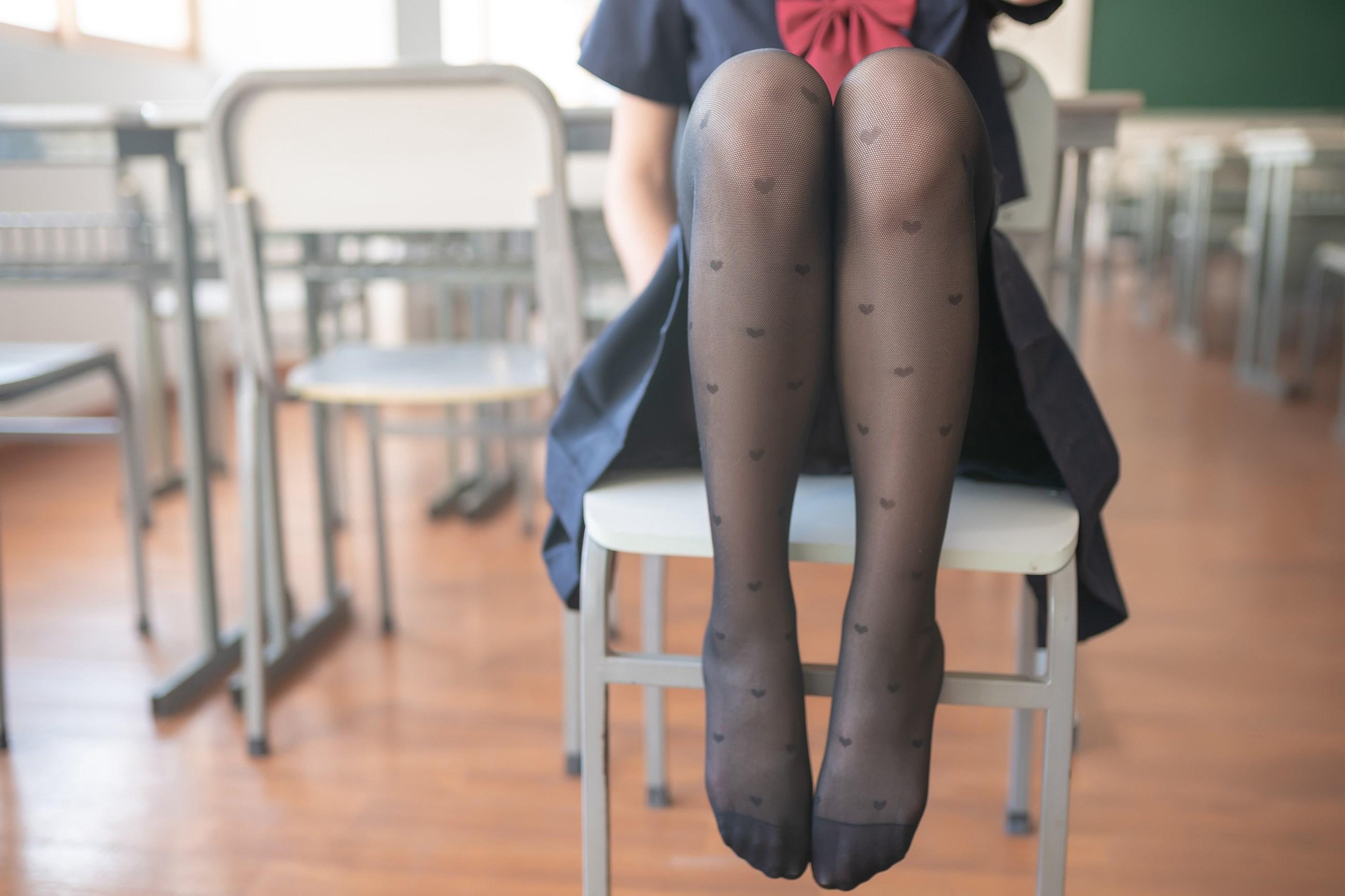 【兔玩映画】教室里的黑丝JK 兔玩映画 第7张