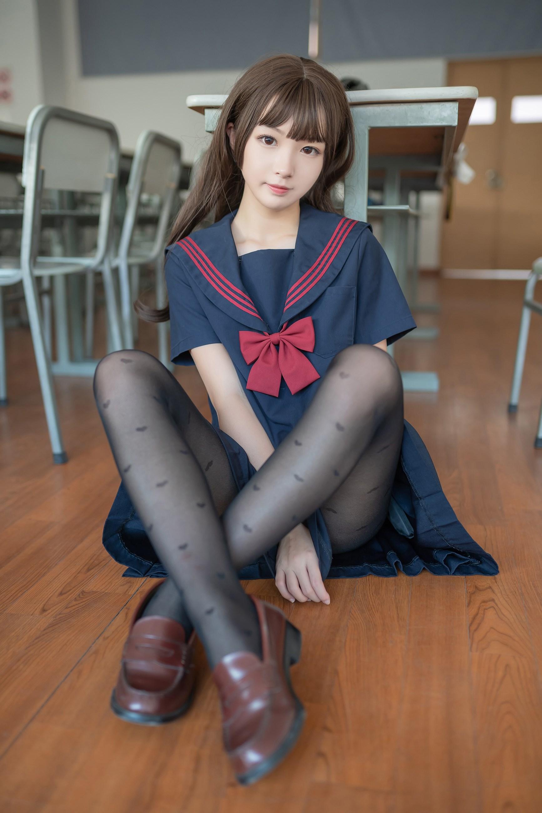 【兔玩映画】教室里的黑丝JK 兔玩映画 第1张