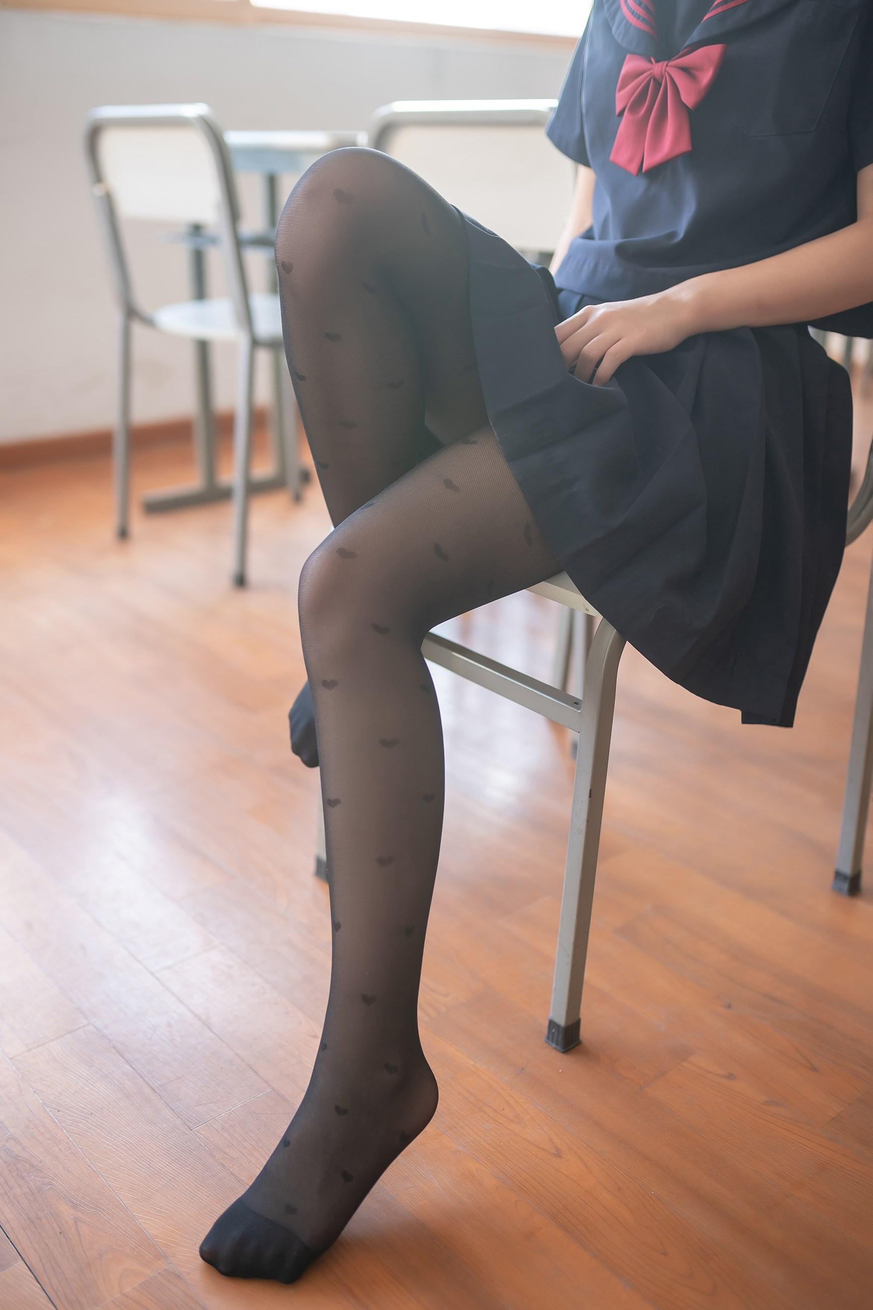 【兔玩映画】教室里的黑丝JK 兔玩映画 第2张