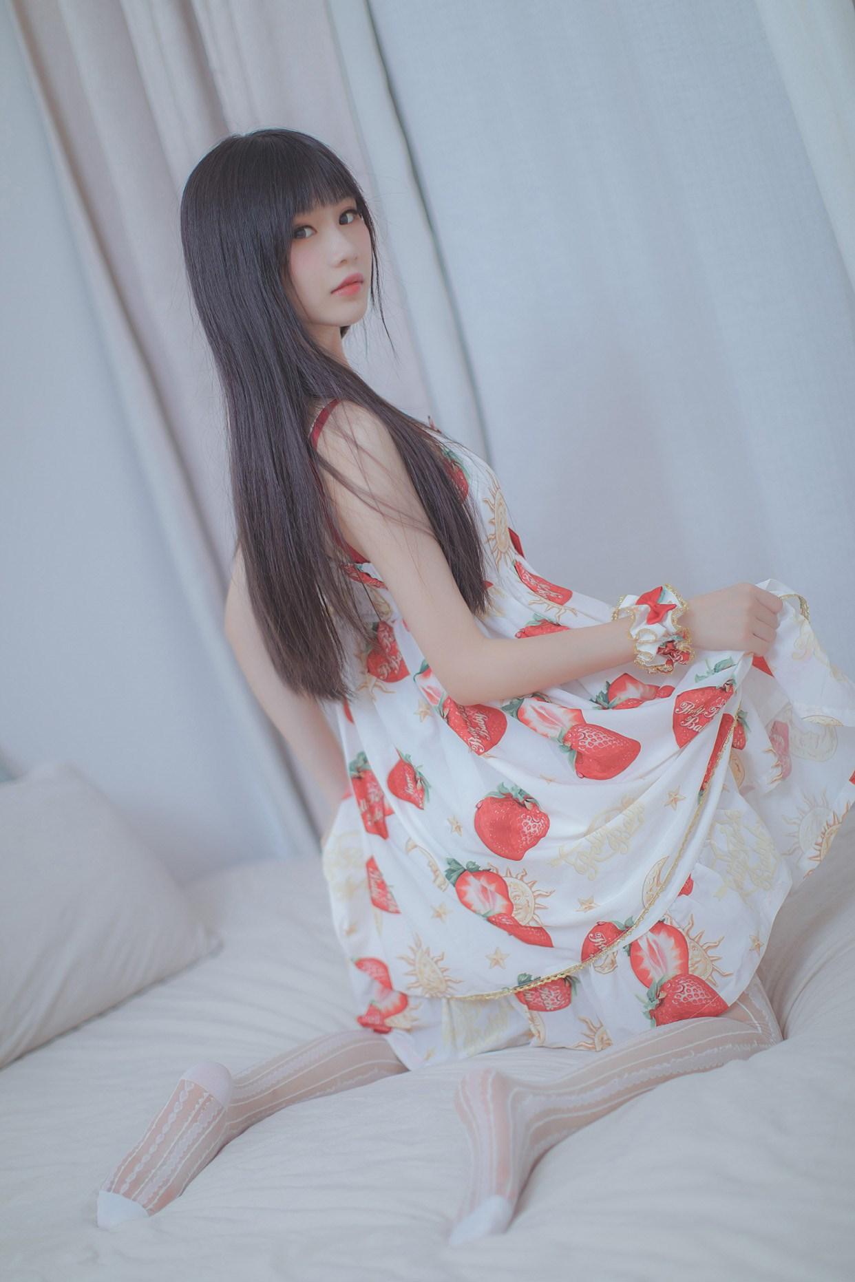 【兔玩映画】草莓小裙子 兔玩映画 第1张
