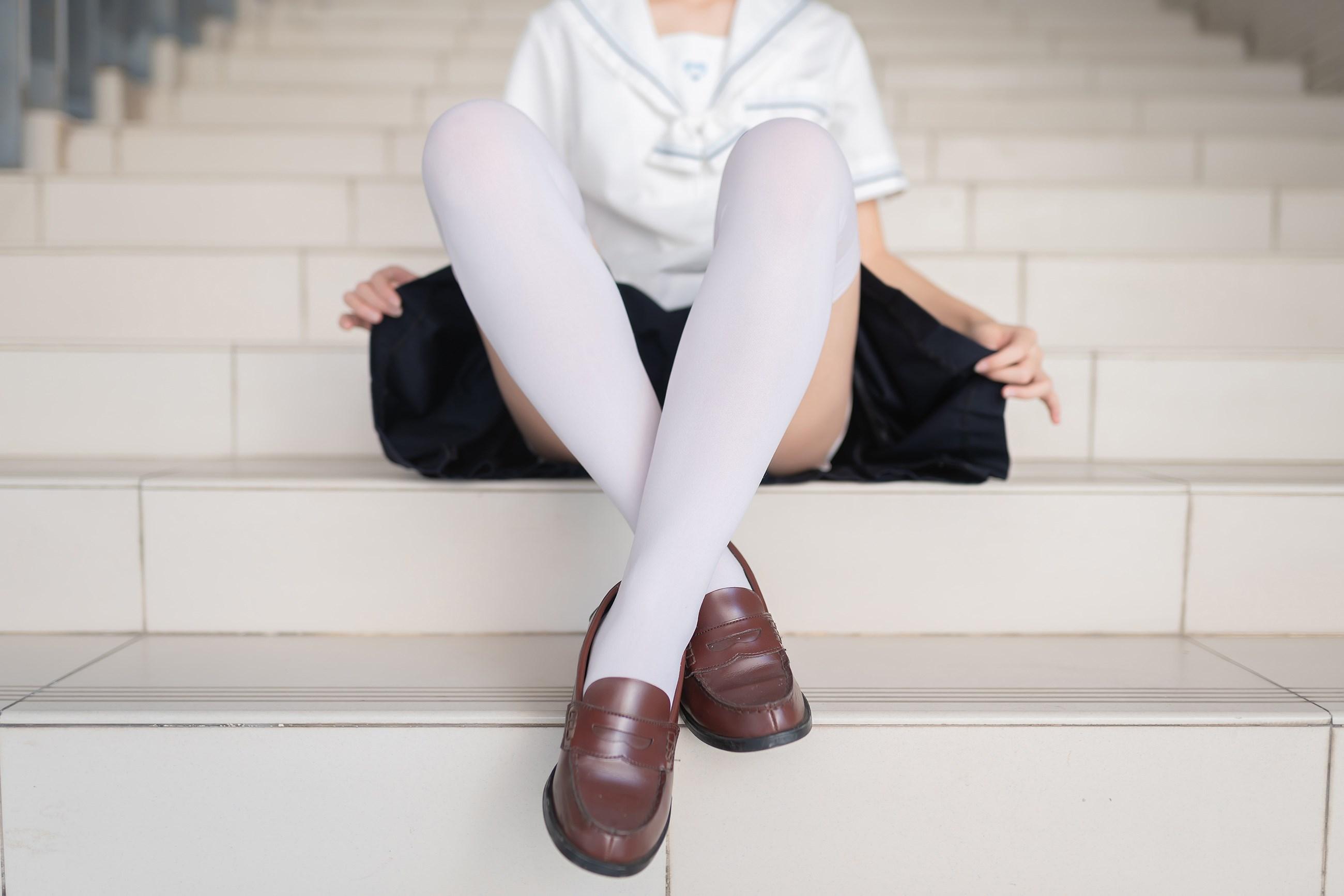 【兔玩映画】楼梯上的白丝少女 兔玩映画 第12张