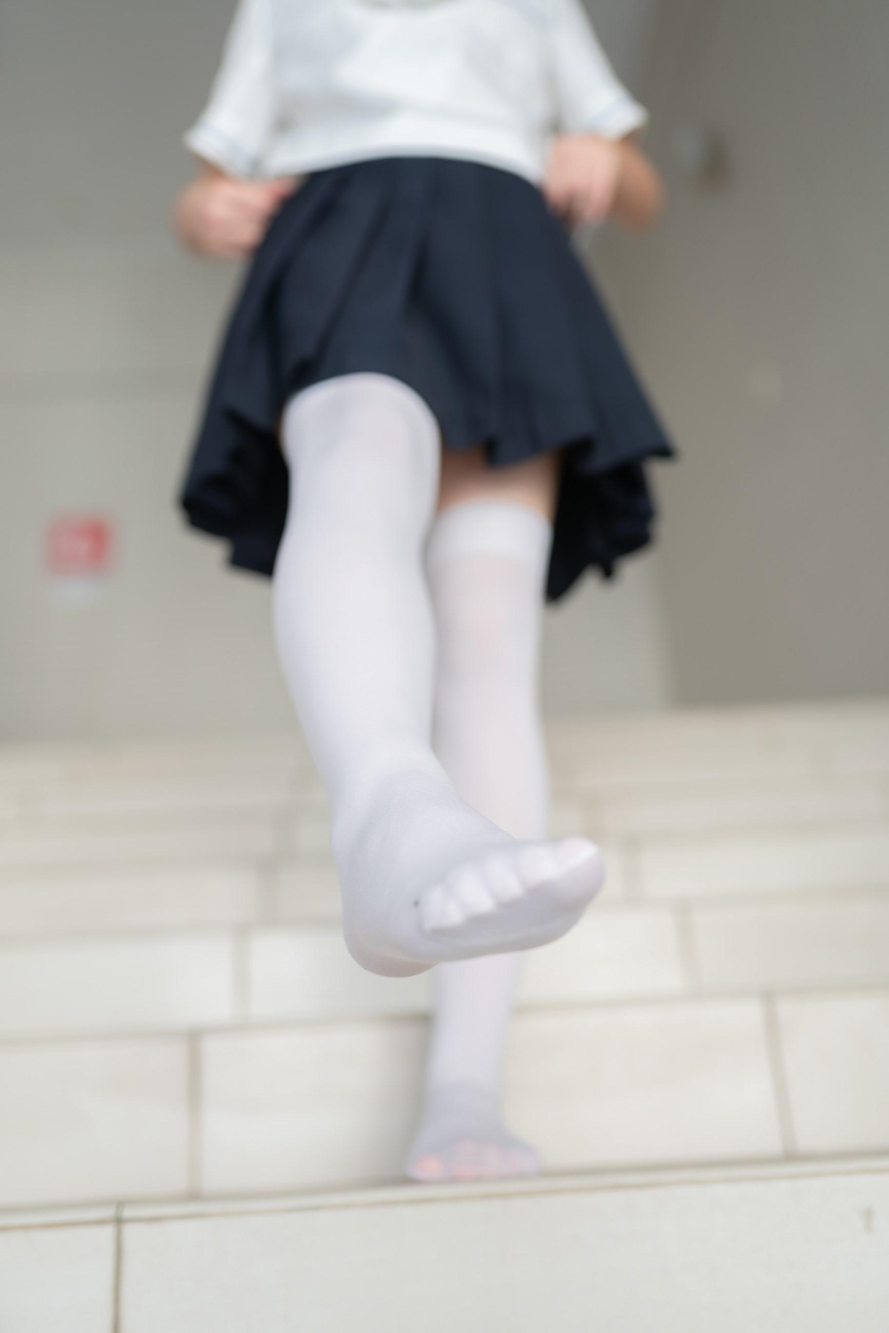【兔玩映画】楼梯上的白丝少女 兔玩映画 第30张