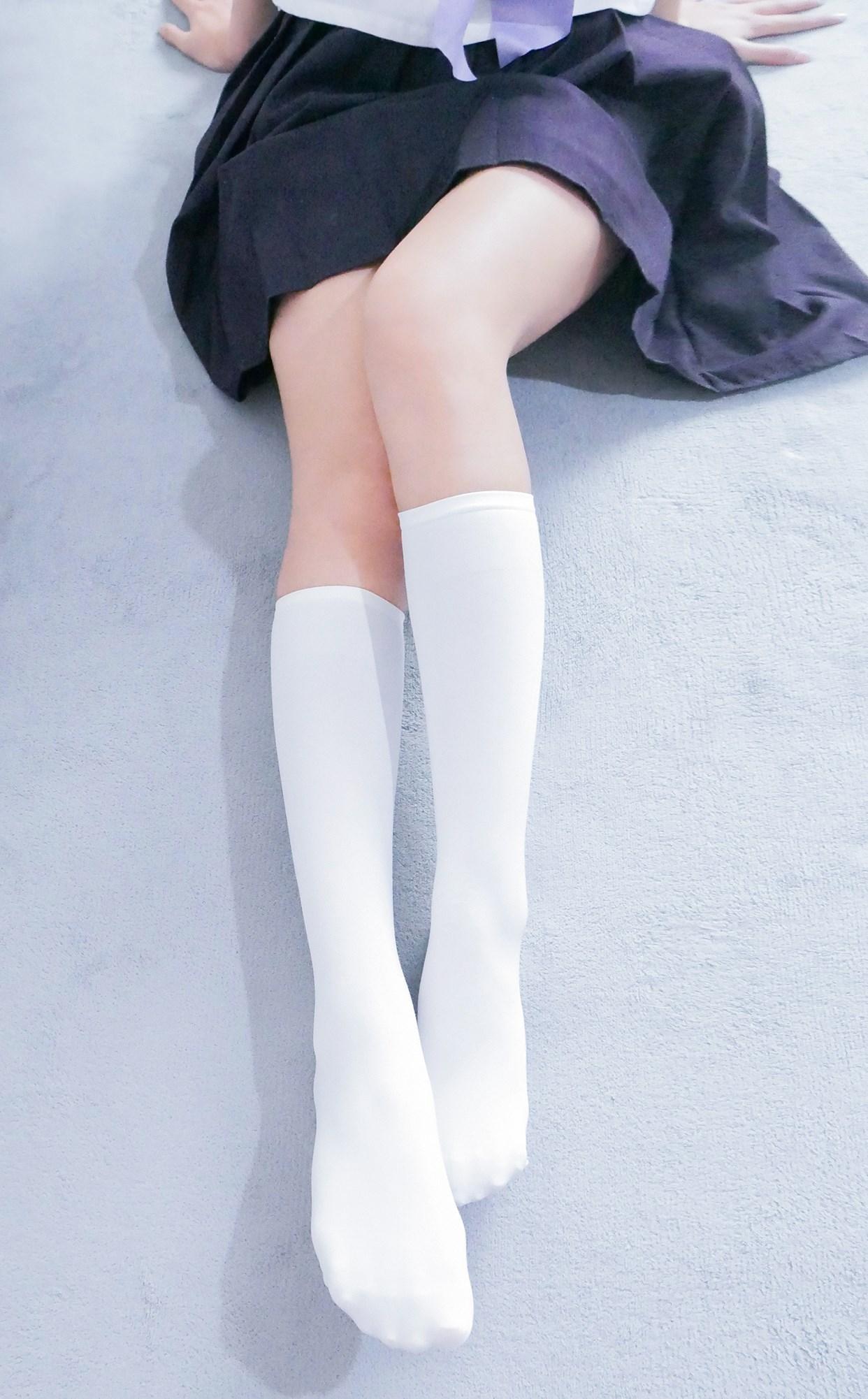 【兔玩映画】白白白半筒袜 兔玩映画 第1张