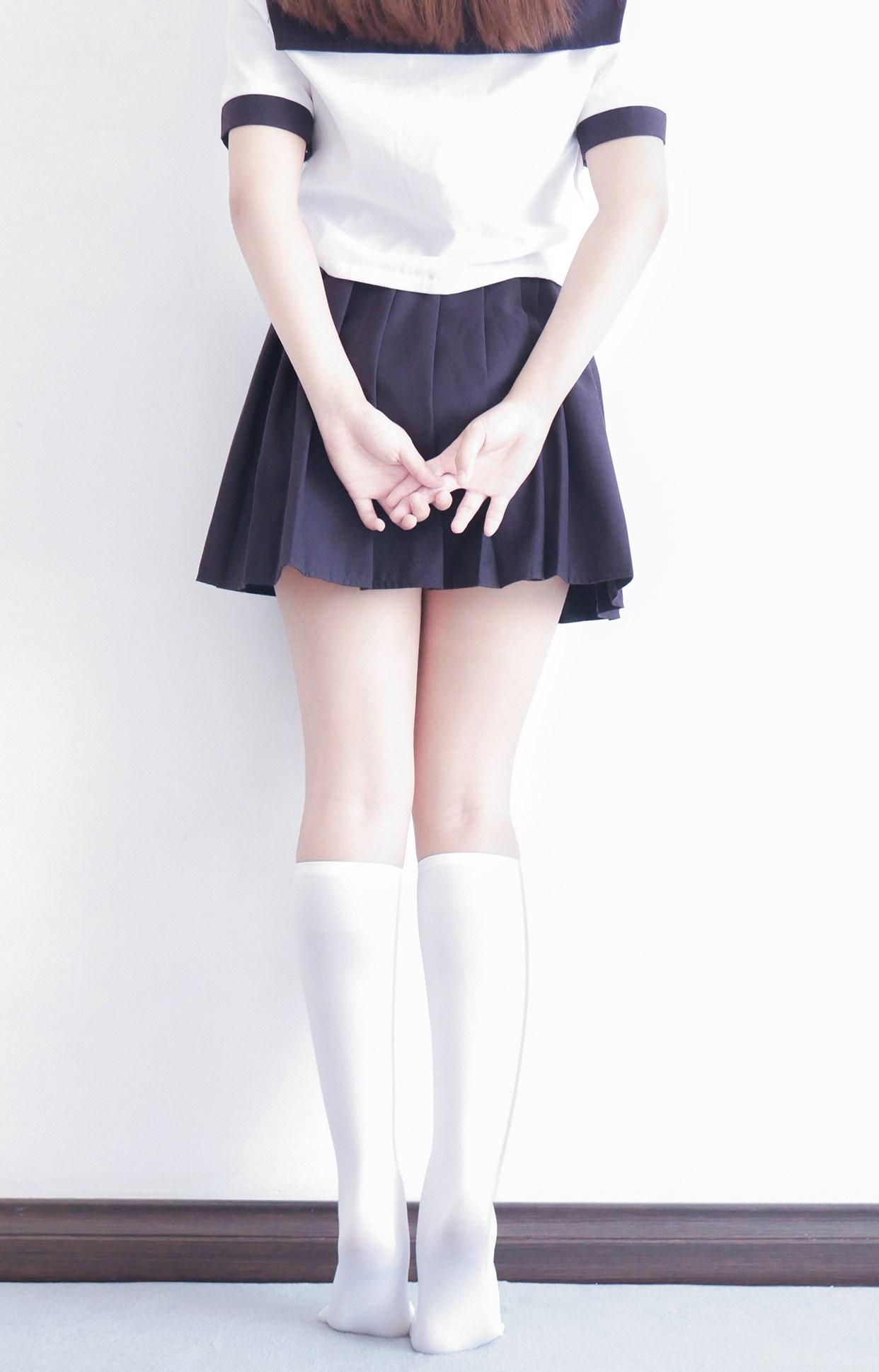 【兔玩映画】白白白半筒袜 兔玩映画 第3张