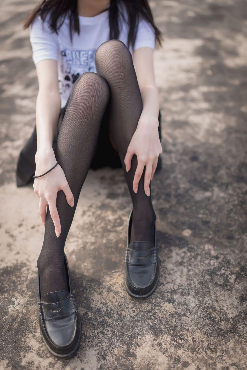 【风之领域】风之领域写真 NO.167 室外JK黑丝写真,好棒的美腿哟 [47P-163MB] 风之领域 第2张