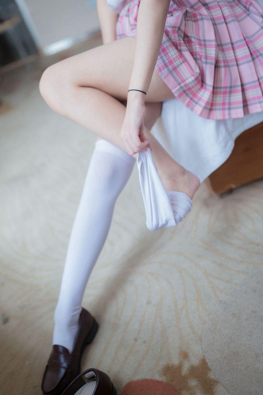 【风之领域】风之领域写真 NO.066 粉色格子裙与白丝美腿私房照 [45P-202MB] 风之领域 第1张