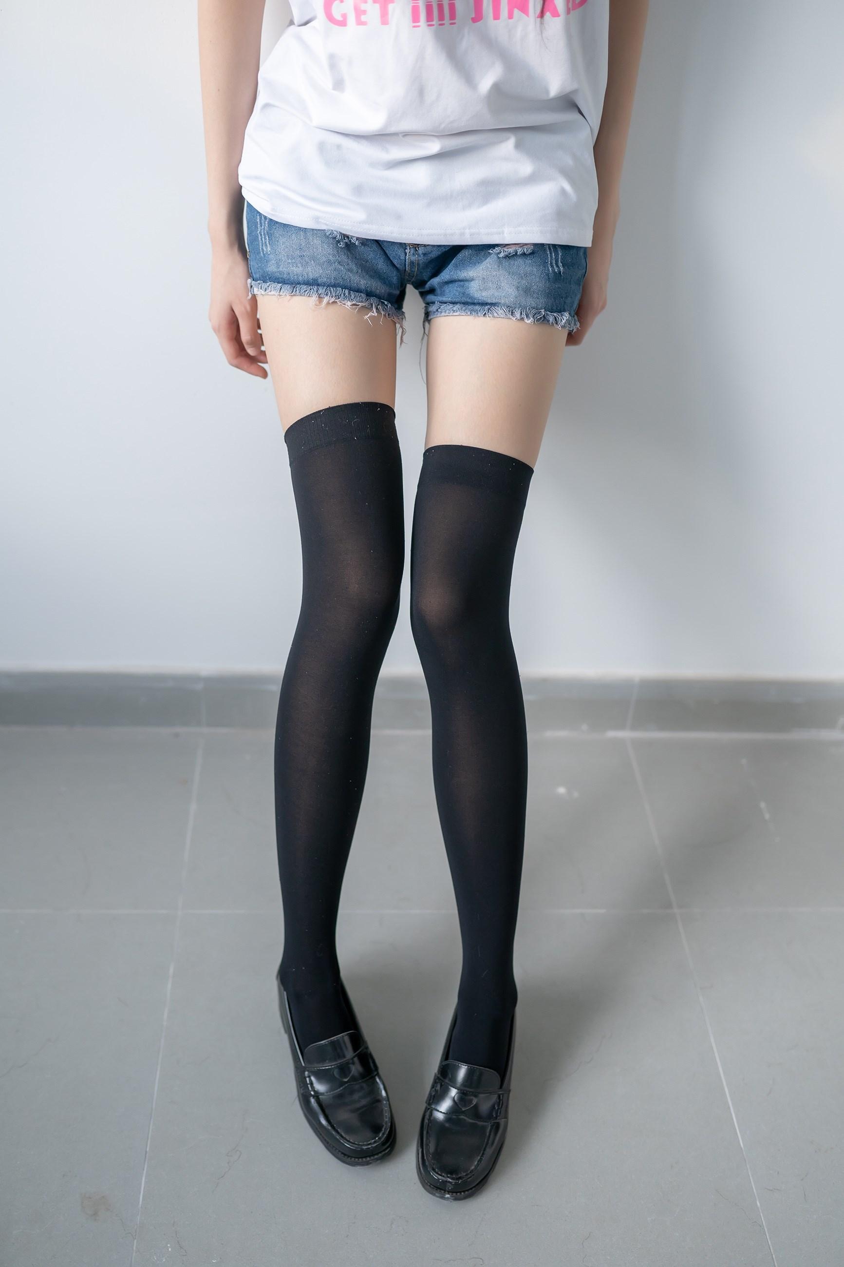 【兔玩映画】黑色半筒袜 兔玩映画 第1张
