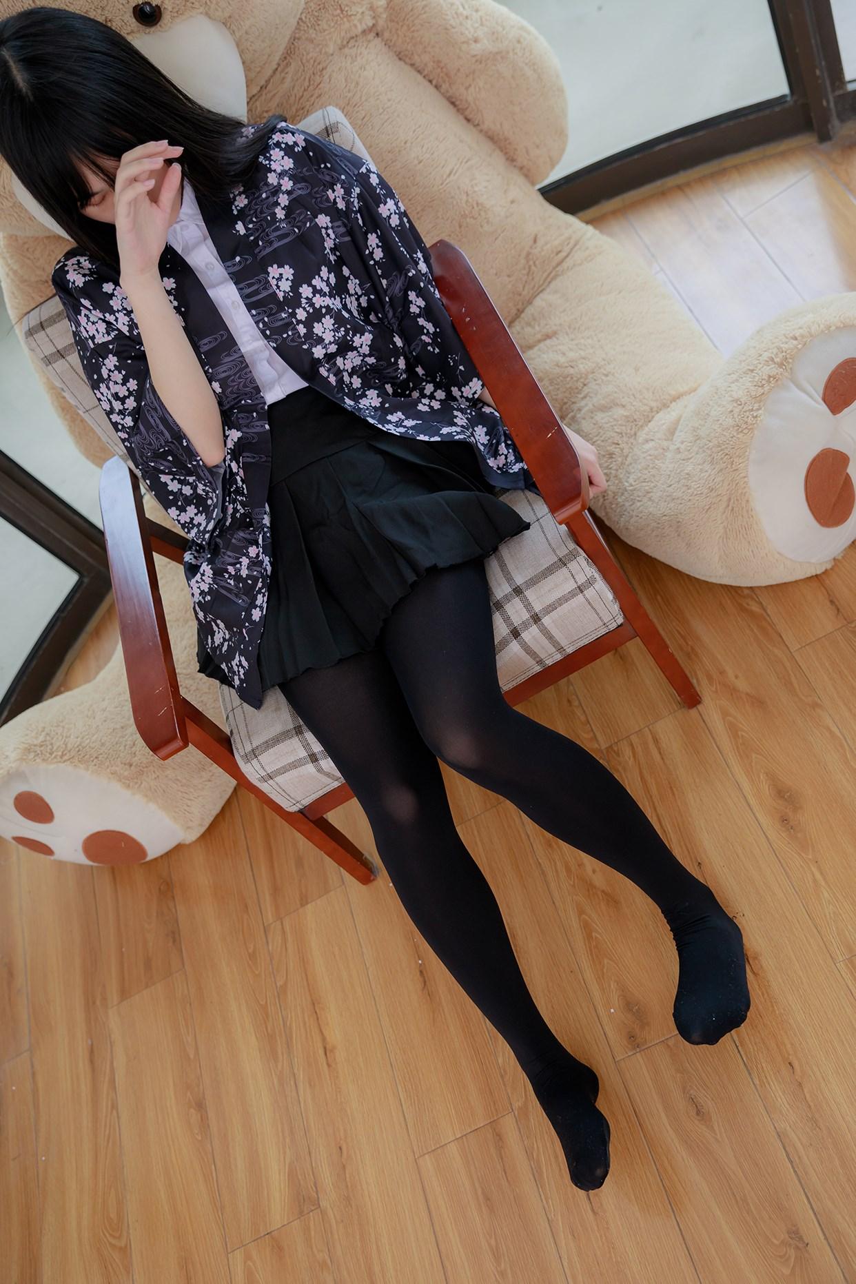 【兔玩映画】椅上的黑丝少女 兔玩映画 第7张