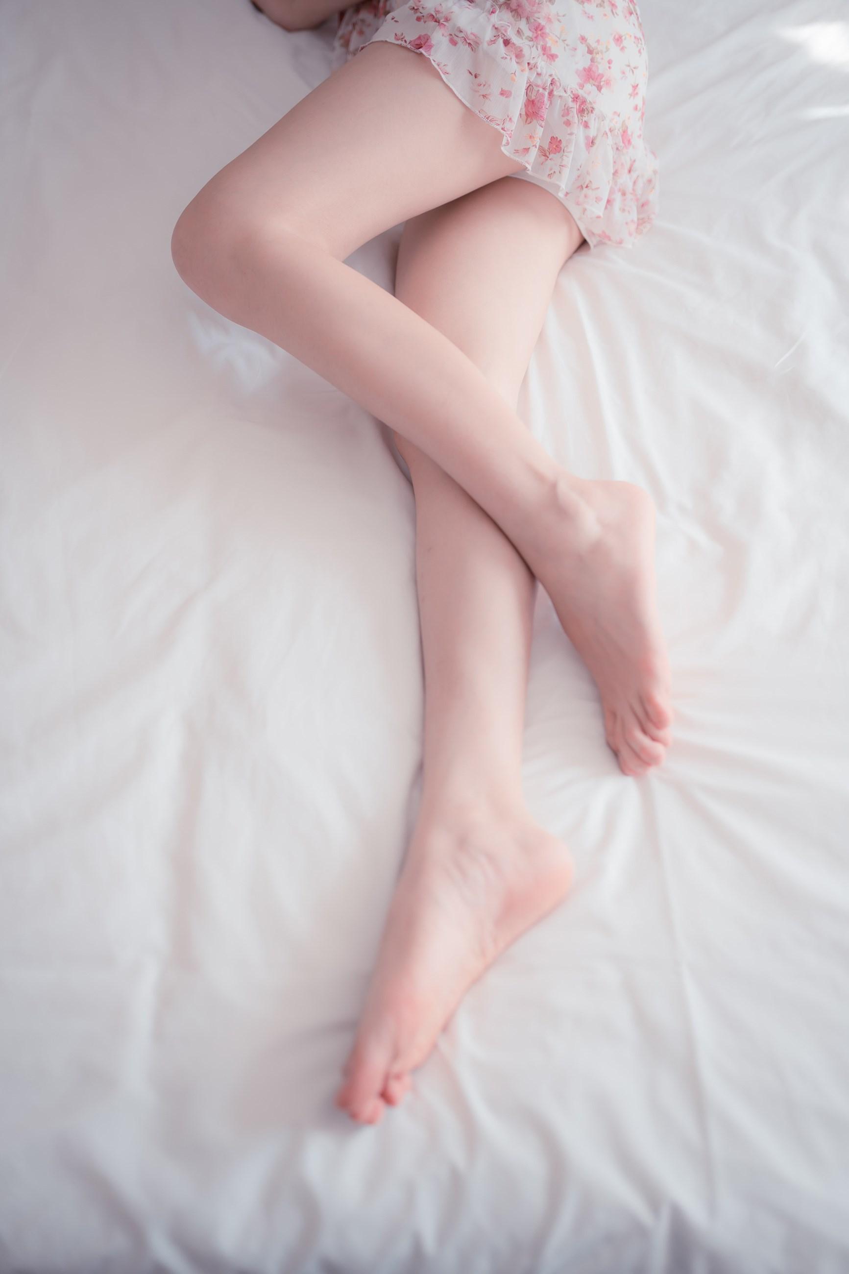【兔玩映画】粉嫩嫩的小腿 兔玩映画 第1张