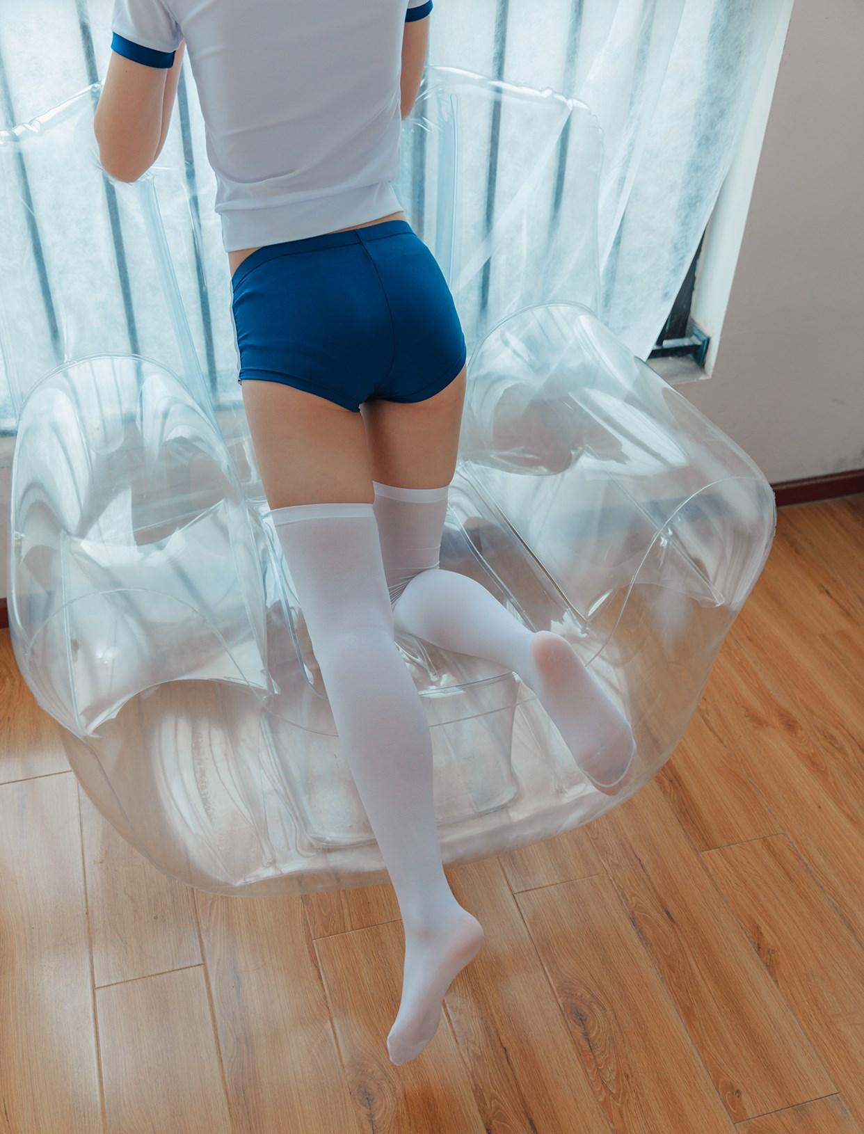 【兔玩映画】透明椅上的白丝! 兔玩映画 第4张