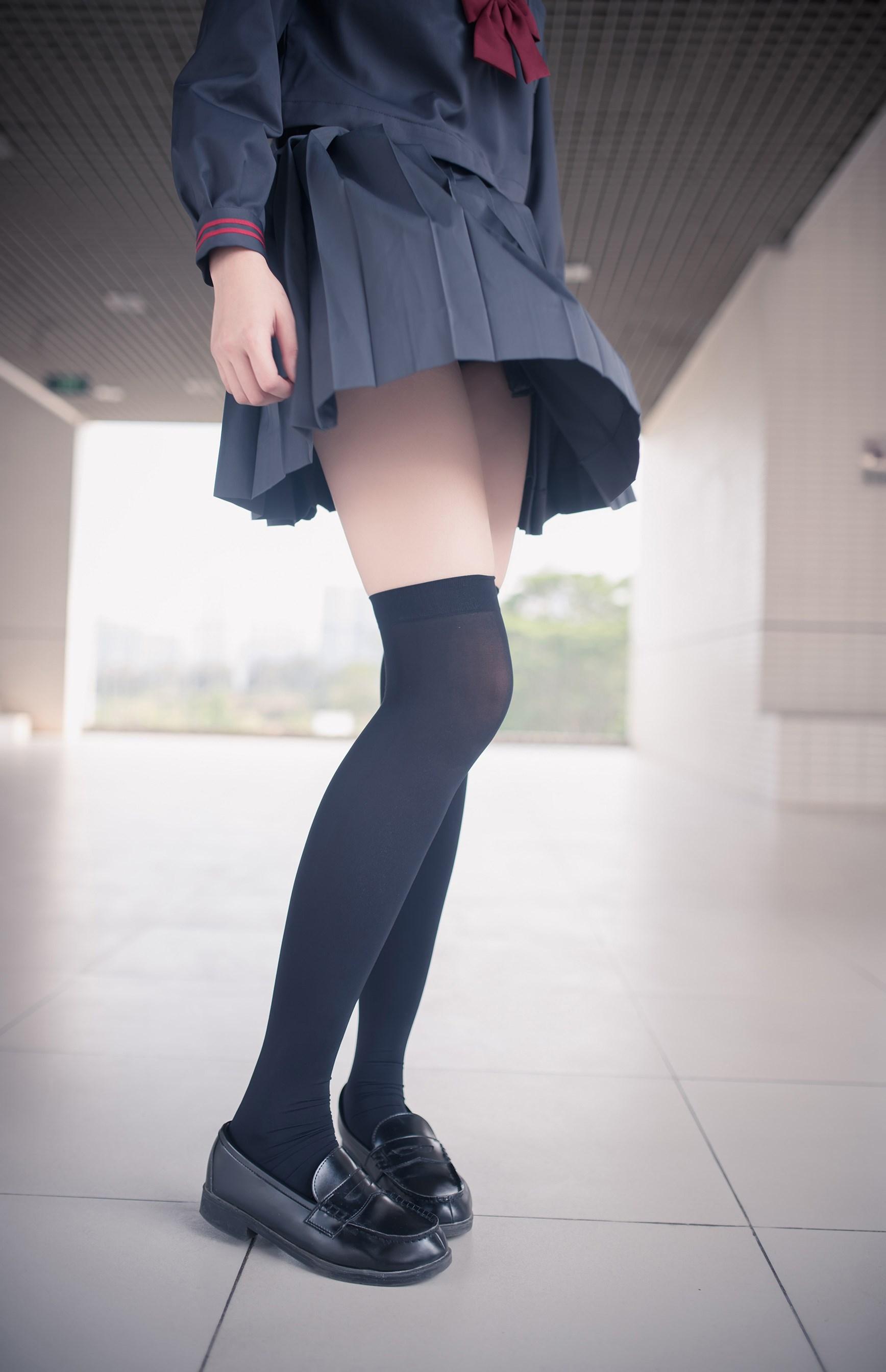 【兔玩映画】黑丝过膝袜 兔玩映画 第1张
