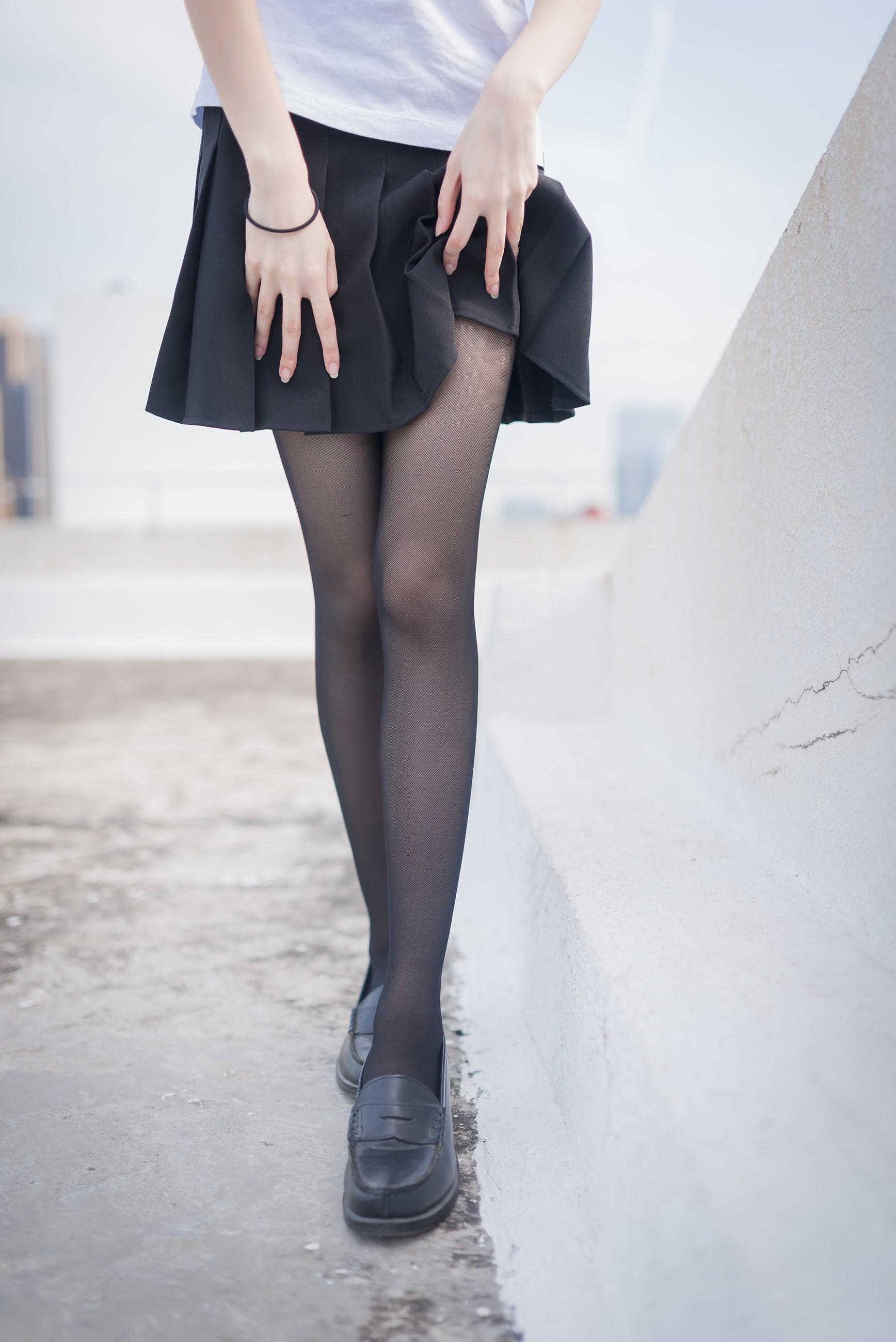 【兔玩映画】天台的黑丝少女 兔玩映画 第10张
