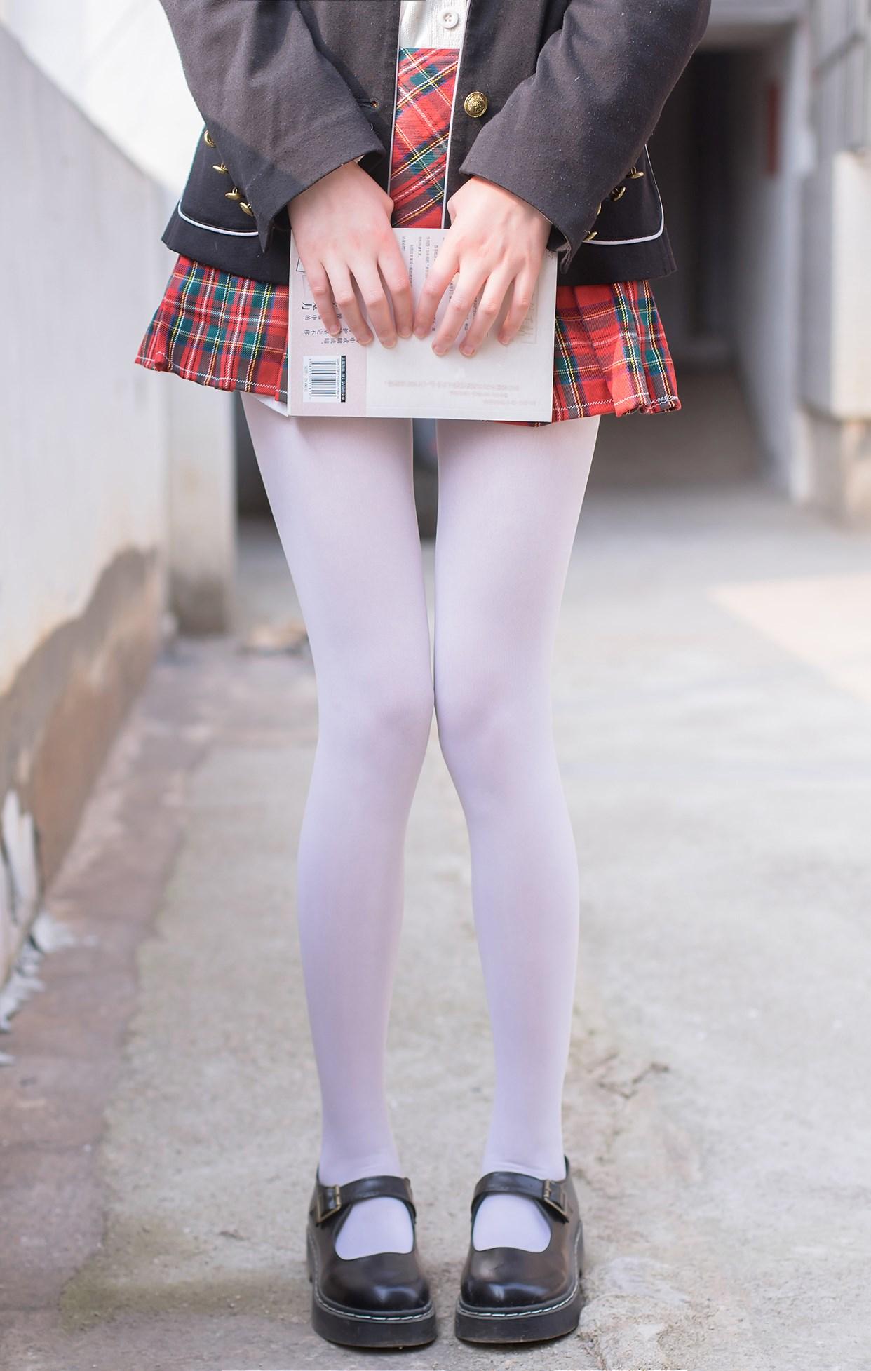 【兔玩映画】白丝萝莉腿竟然这么长! 兔玩映画 第1张