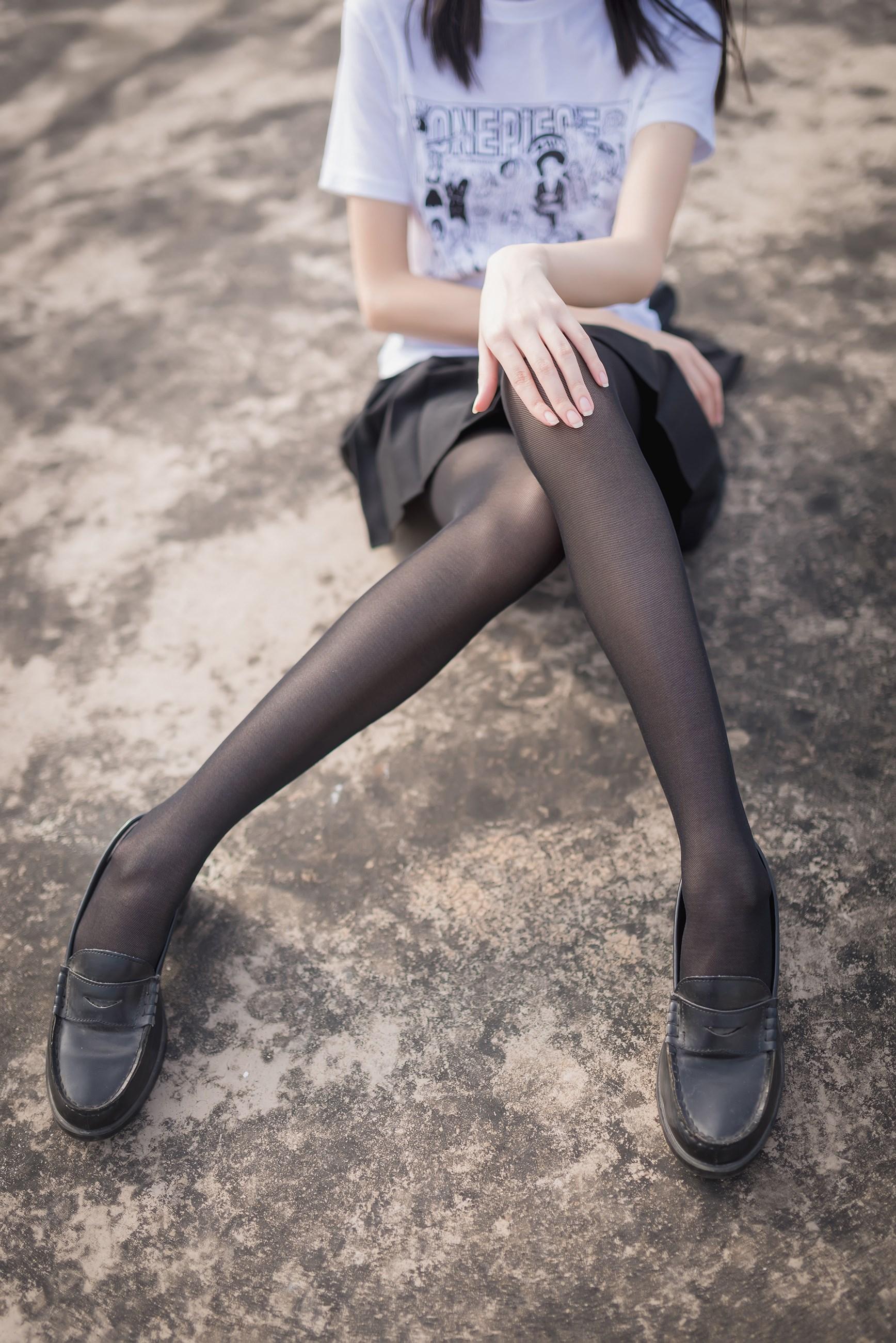 【兔玩映画】天台的黑丝少女 兔玩映画 第6张