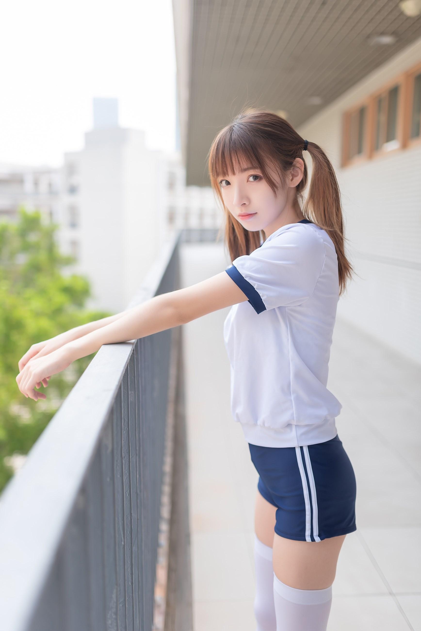 【兔玩映画】在教室门前穿体操服 兔玩映画 第1张