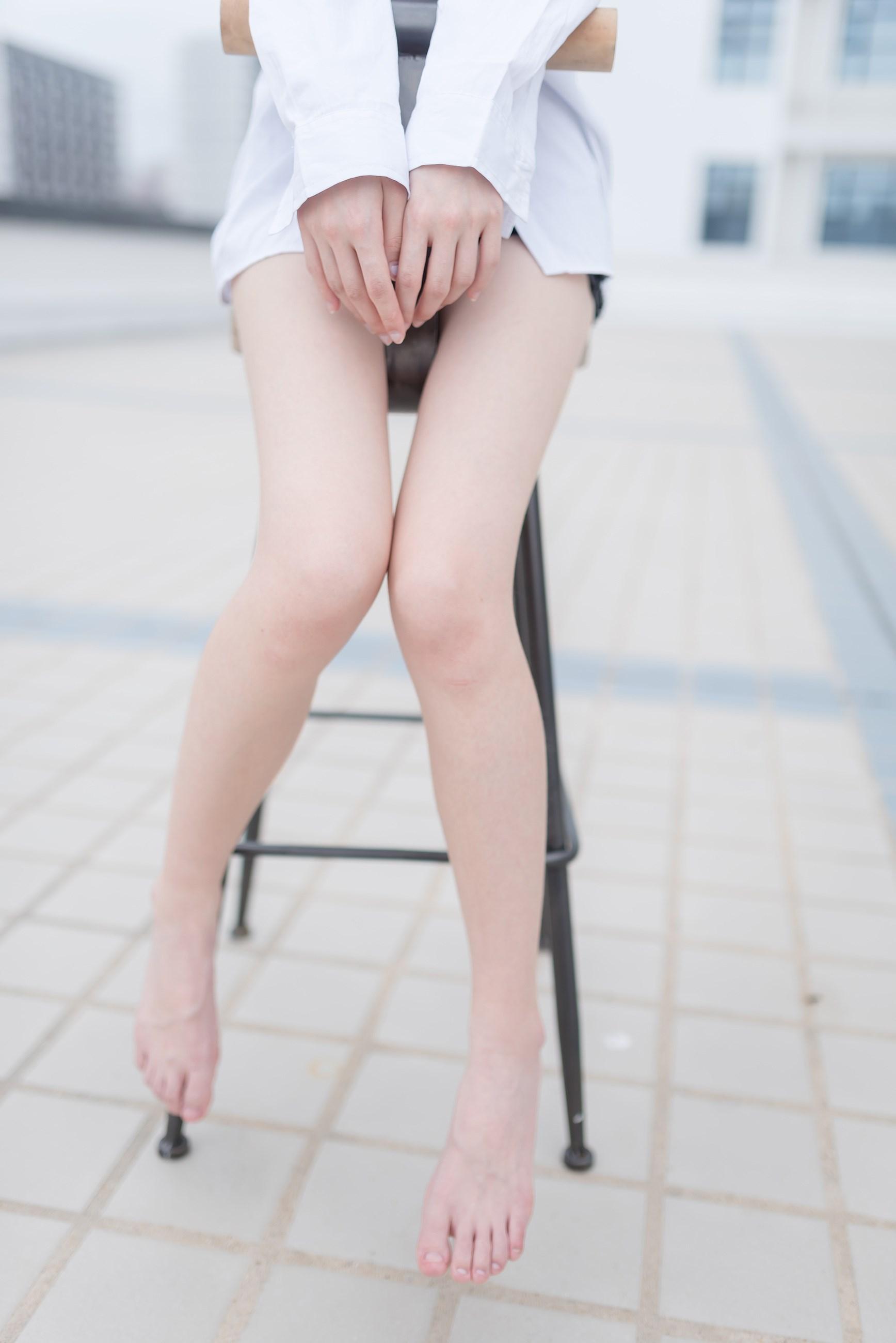 【兔玩映画】裸脚白衬衫 · 足控福利 兔玩映画 第19张