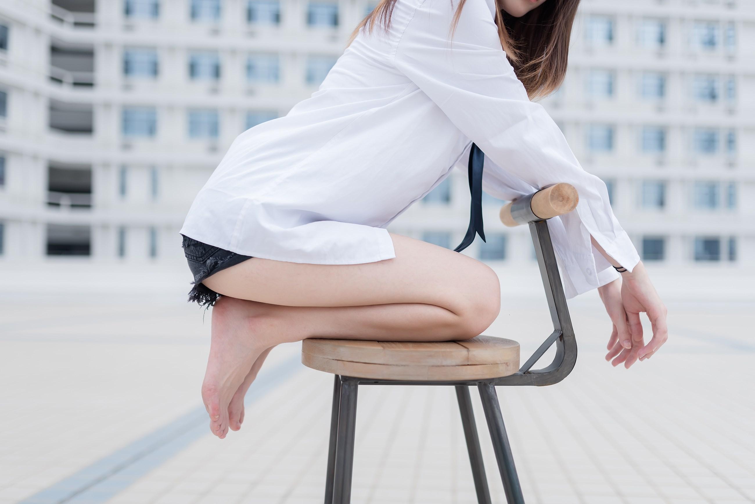 【兔玩映画】裸脚白衬衫 · 足控福利 兔玩映画 第18张