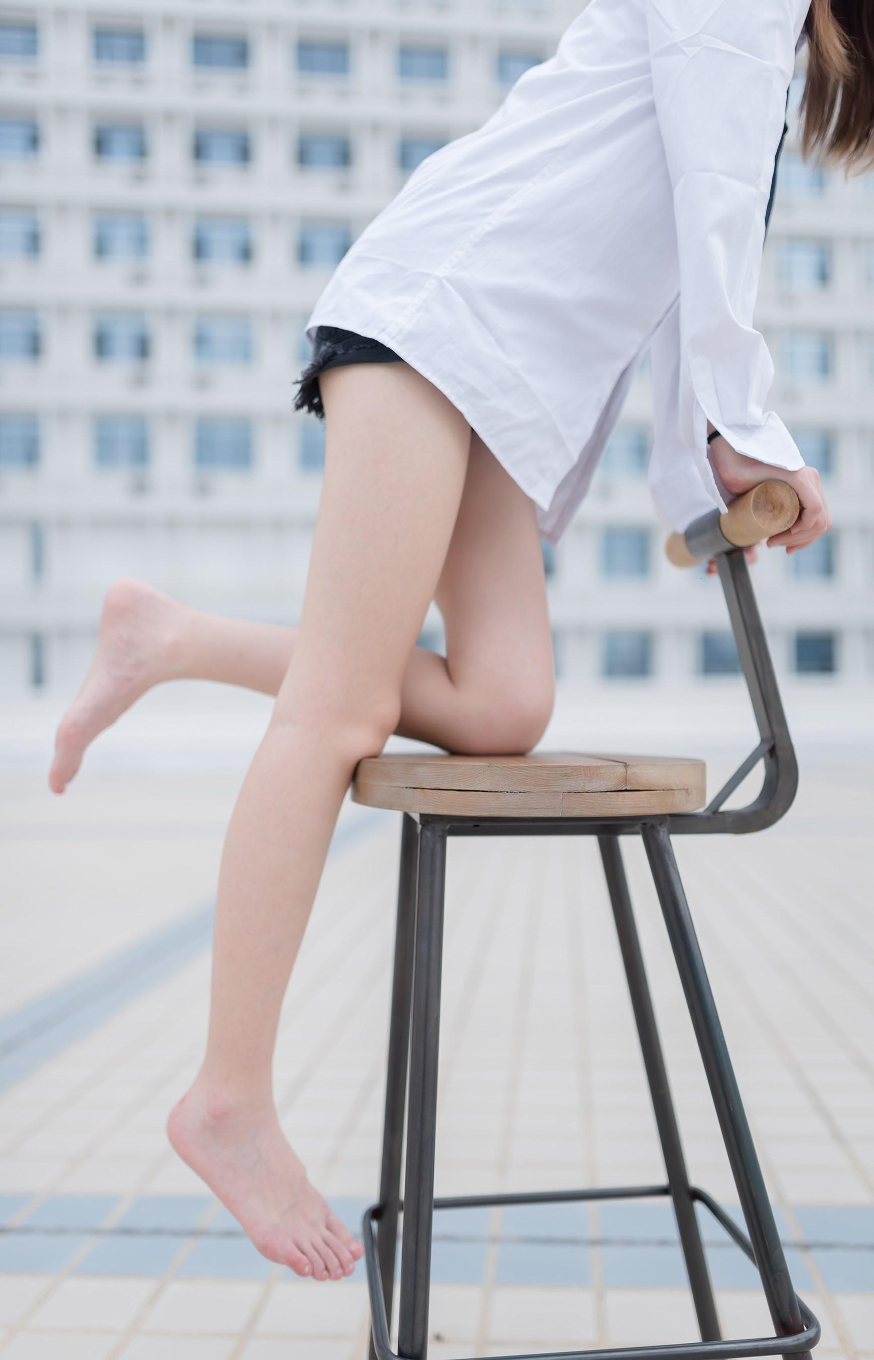 【兔玩映画】裸脚白衬衫 · 足控福利 兔玩映画 第17张