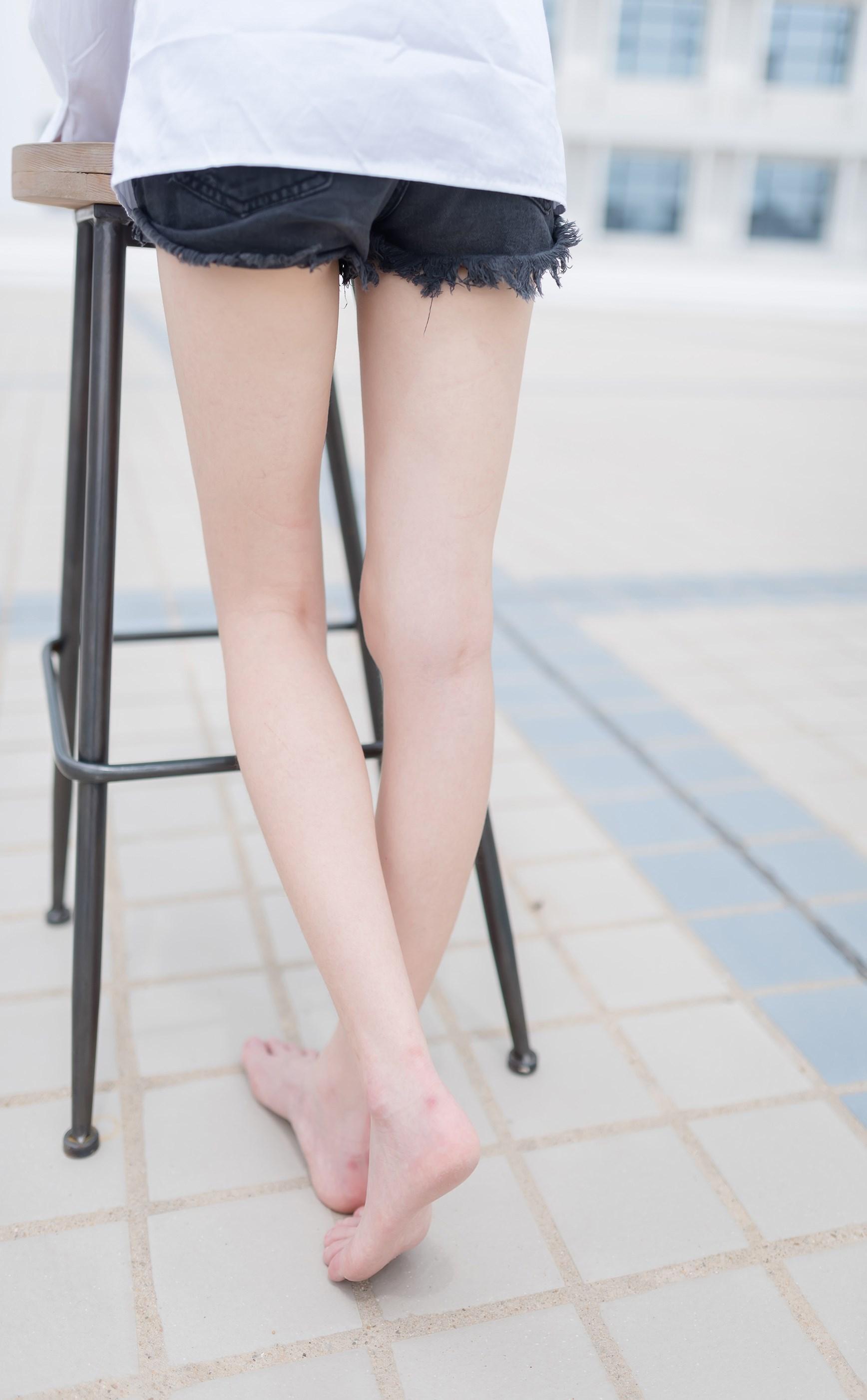 【兔玩映画】裸脚白衬衫 · 足控福利 兔玩映画 第15张