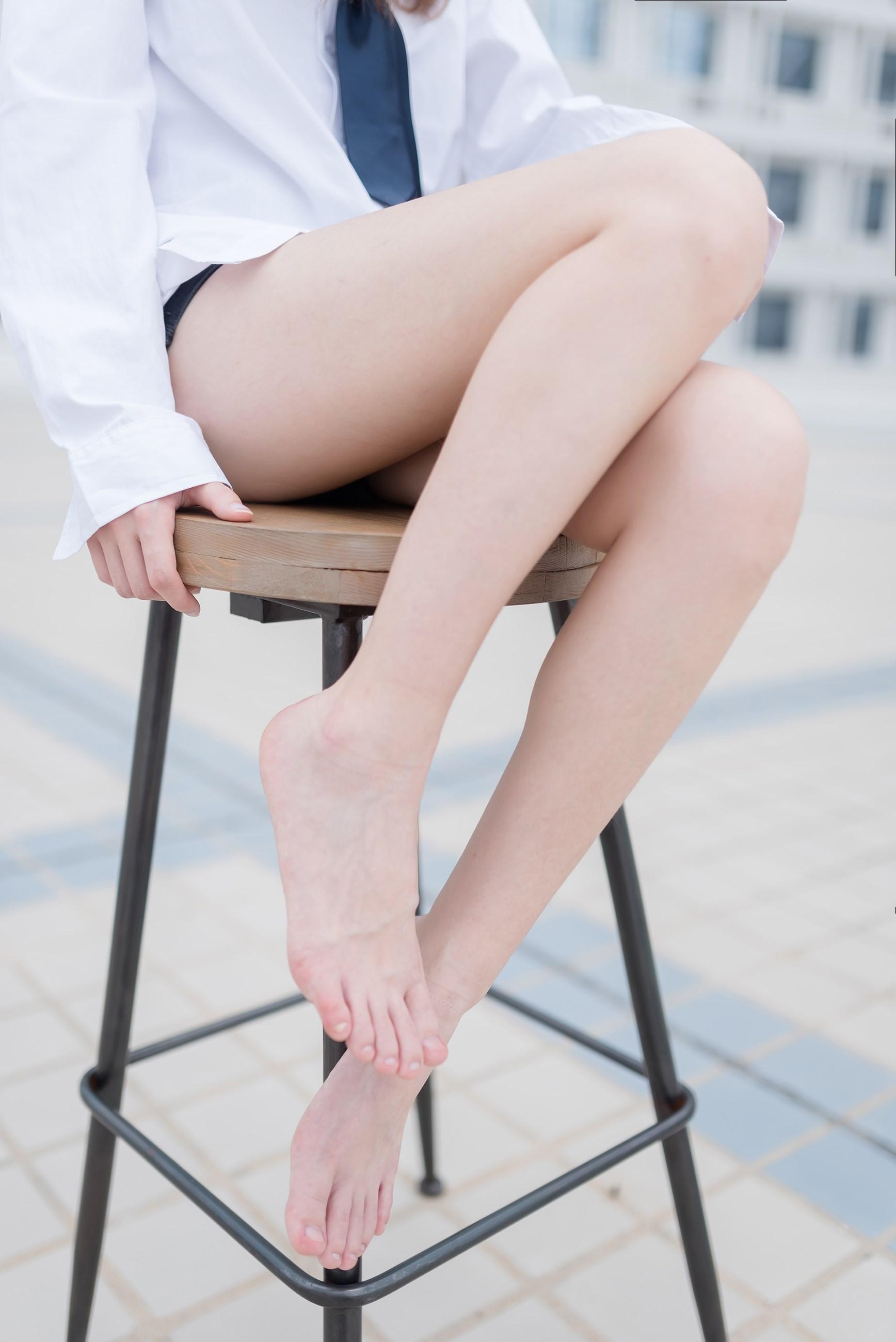 【兔玩映画】裸脚白衬衫 · 足控福利 兔玩映画 第11张