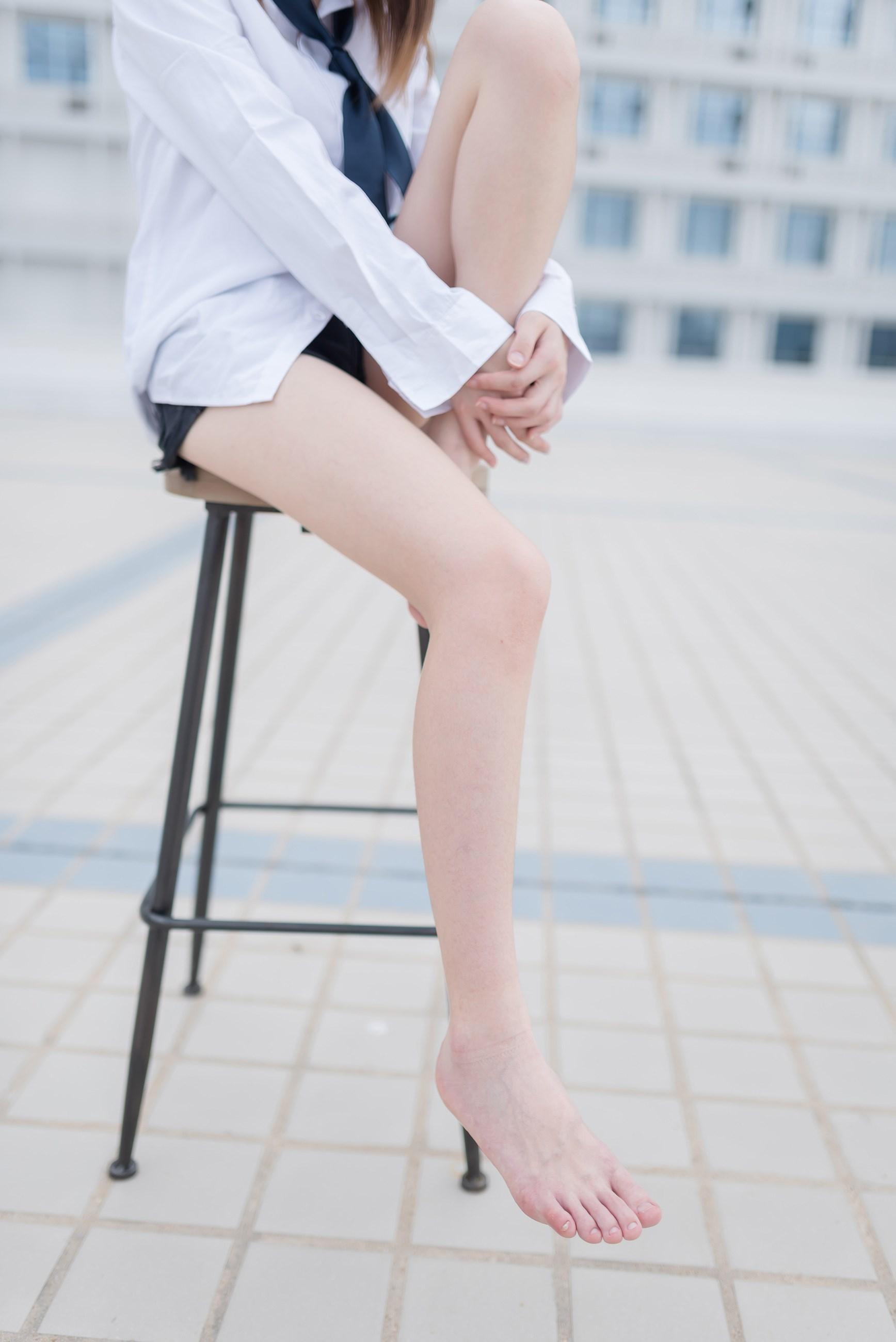 【兔玩映画】裸脚白衬衫 · 足控福利 兔玩映画 第8张
