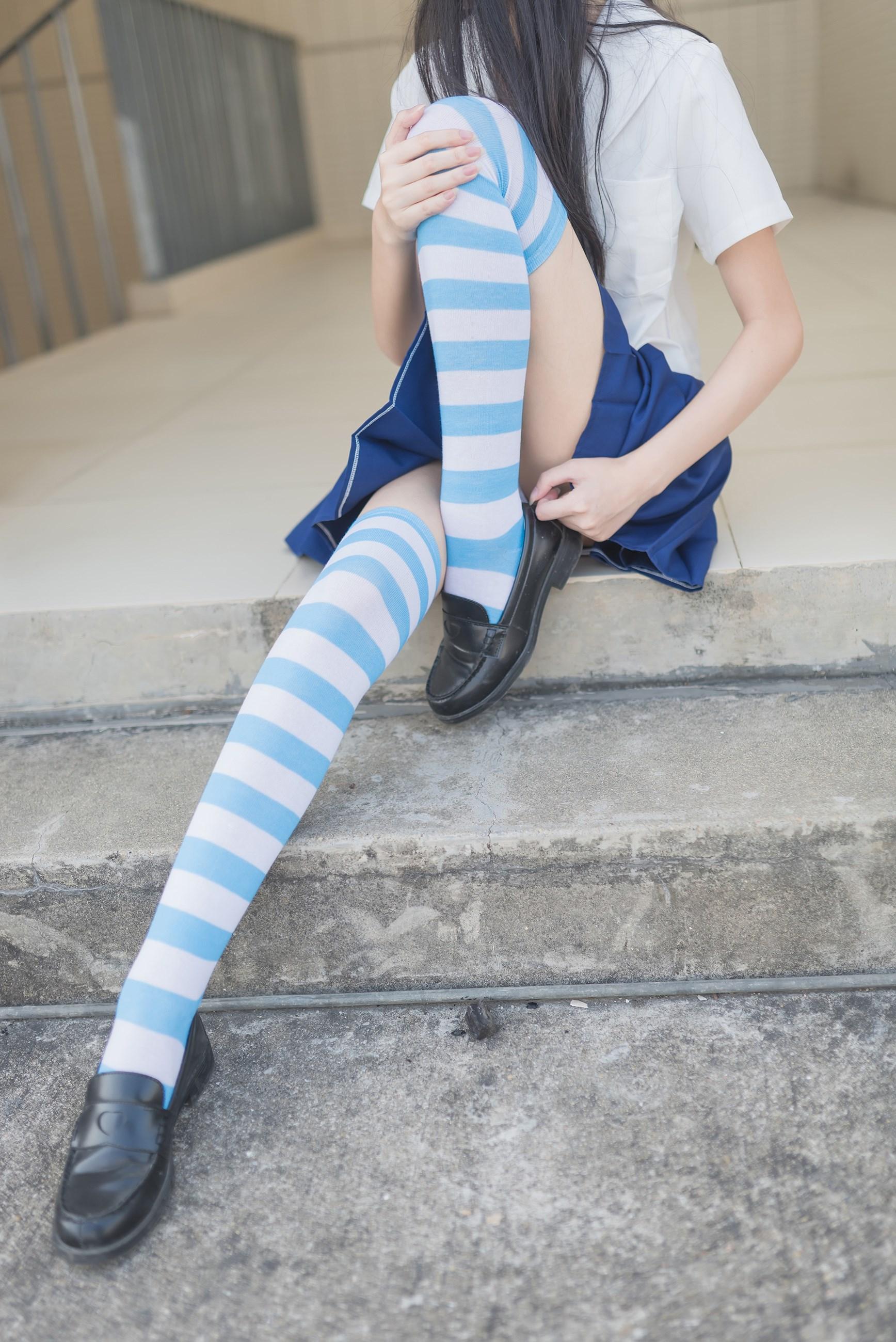 【兔玩映画】蓝白条纹的小细腿 兔玩映画 第2张