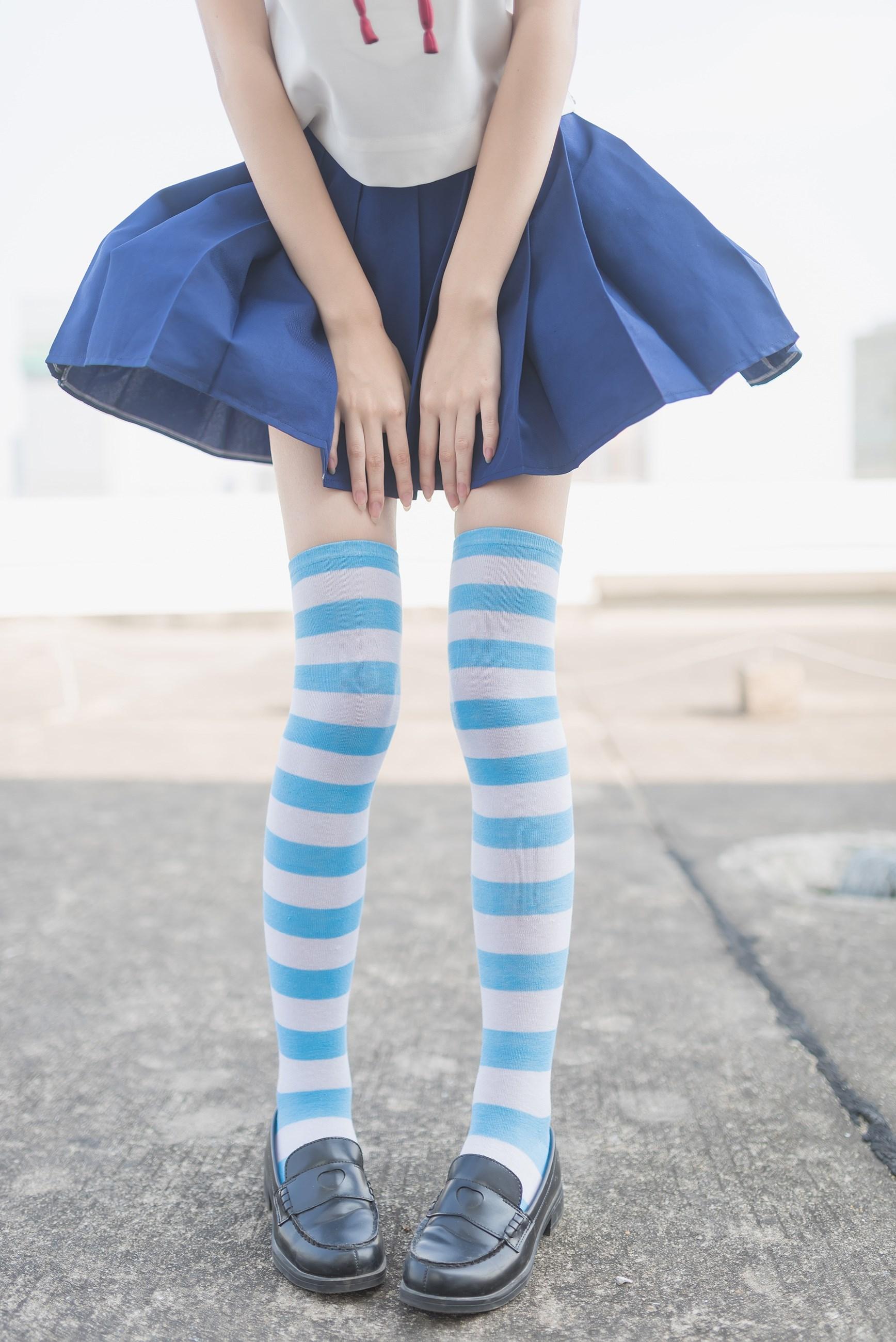 【兔玩映画】蓝白条纹的小细腿 兔玩映画 第1张