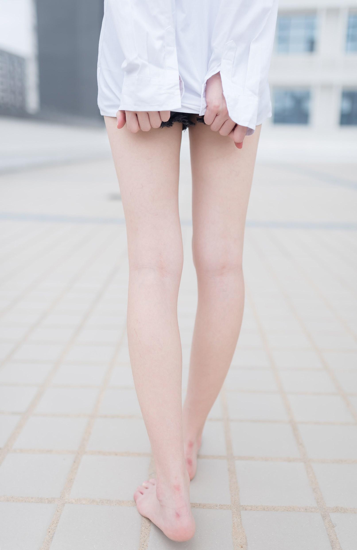 【兔玩映画】裸脚白衬衫 · 足控福利 兔玩映画 第4张