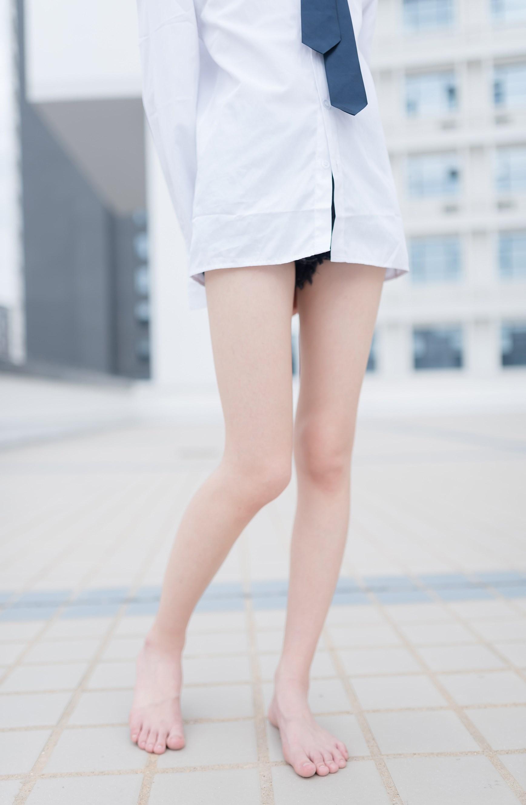【兔玩映画】裸脚白衬衫 · 足控福利 兔玩映画 第3张