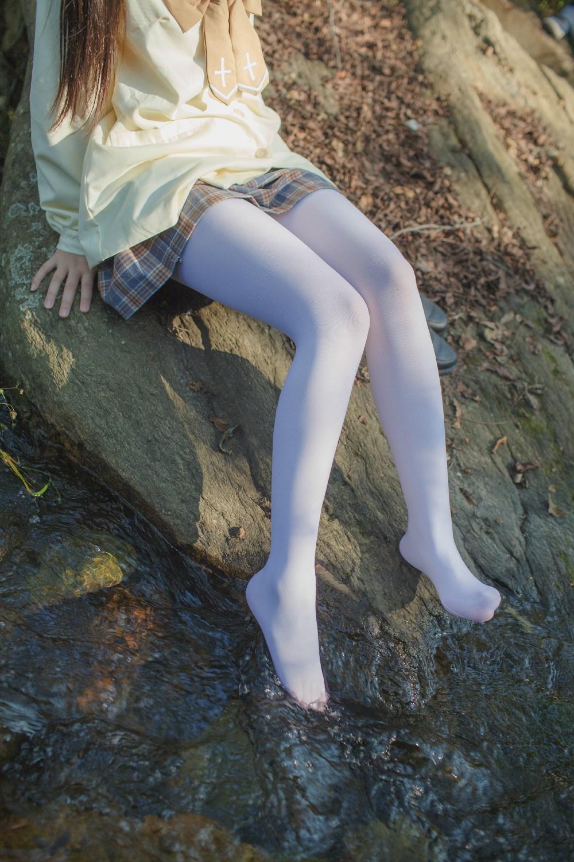 【兔玩映画】野外的萝莉白丝 兔玩映画 第2张