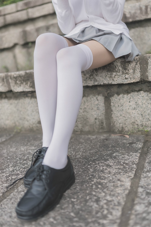 【兔玩映画】白丝过膝袜 兔玩映画 第1张
