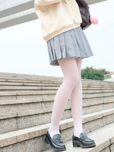 【森萝财团】森萝财团写真 – R15-040 户外白丝短裙 [131P-864MB]