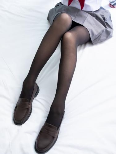 【森萝财团】森萝财团写真 – BETA-035 黑丝学生装小皮鞋 [36P-423MB]