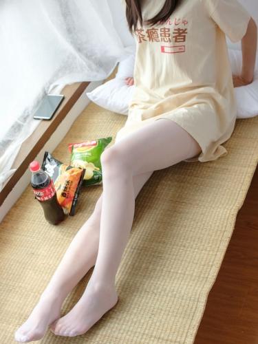 【森萝财团】森萝财团写真 – SSR-010 凉席上的白丝美足少女 [88P-978MB]