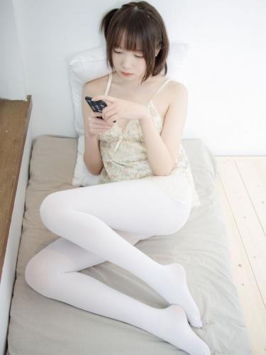 【森萝财团】森萝财团写真 – X-057 吊带短裙50D白丝 [83P-1V-2.75GB]