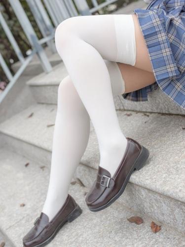 【森萝财团】森萝财团写真 – R15-039 百褶裙白丝美足 [88P-774MB]
