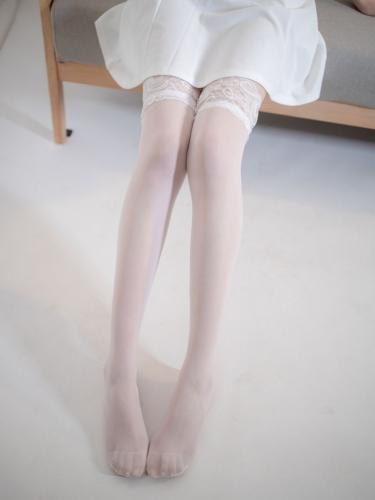 【森萝财团】 森萝财团写真 – JKFUN-044 百圆定制1-5 白色吊带裙 Aika [34P-1V-2.28GB]