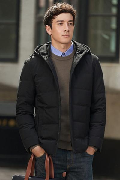 柒牌男装羽绒服冬季款标准版青年休闲连帽黑色防风保暖外套