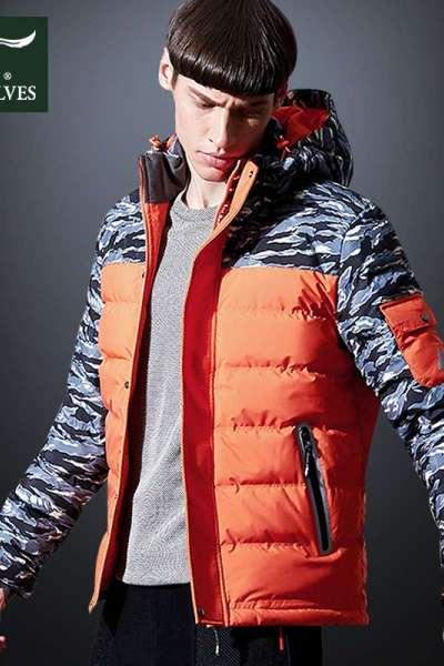 七匹狼冬季羽绒服男连帽拼接迷彩青年军旅户外休闲运动保暖鸭绒服