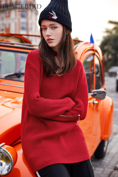 太平鸟女装冬装新款红色前短后长毛衣女 宽松文艺V领毛衫连衣裙