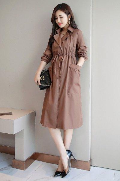 与牧纯色街头2018年秋季长袖长款蝙蝠型咖啡色口袋抽褶连衣裙8191