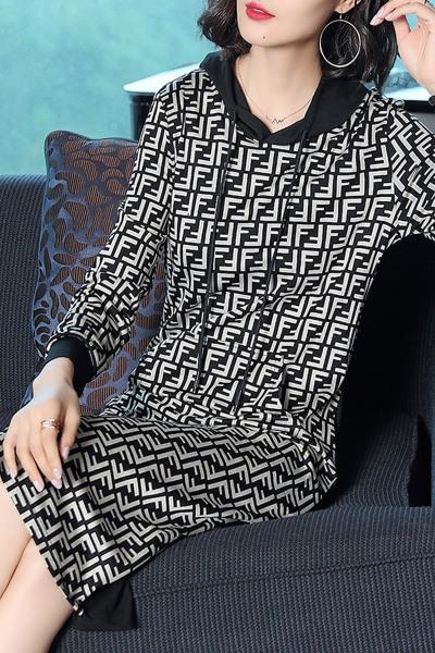 愫惠君2018新款女装秋装韩版V领收腰显瘦长裙气质淑女千鸟格连帽连衣裙1661