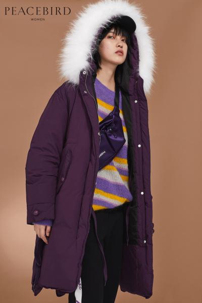 太平鸟女装2018冬装新款紫色绑带毛领羽绒服女中长款连帽加厚面包服